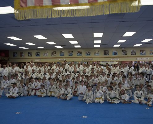group of tae kwon do practitioners of all ages