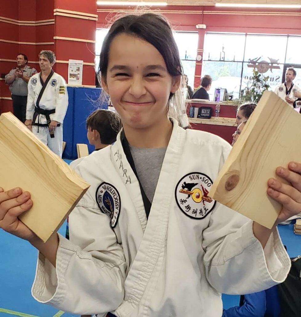 elementary girl board break taekwondo